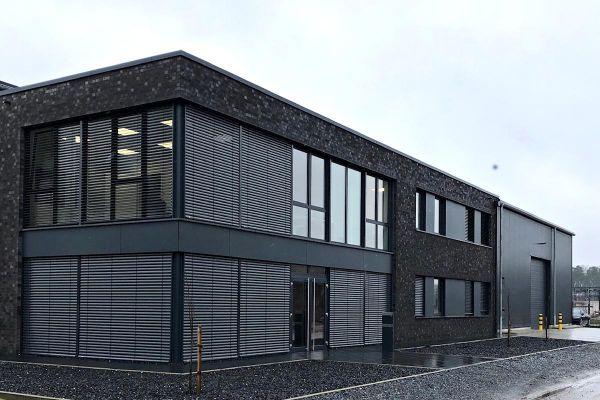 Bürogebäude H2 mit Klinker 101-144-NF schwarz