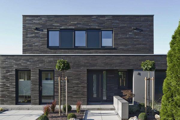 Bauhaus / Einfamilienhaus Im Bauhausstil mit Klinker 101-150-ModF schwarz - bunt