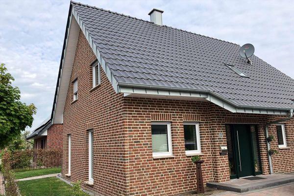 Einfamilienhaus   H8 mit Klinker 104-105-NF rot-bunt