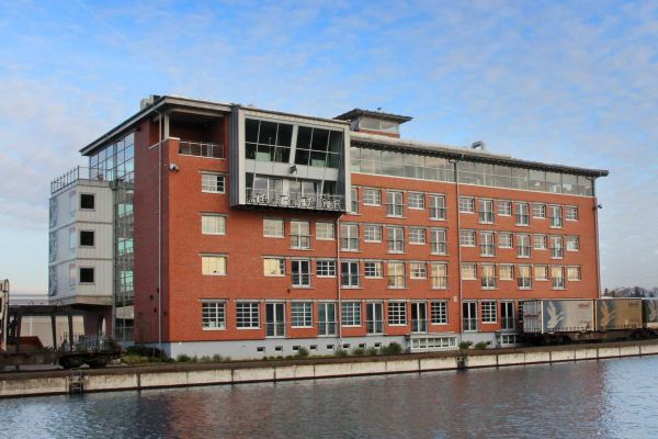 Bürogebäude mit Klinker 101-146-NF rot, Kohle