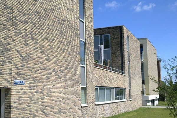 Bürogebäude mit Klinker 103-166-WDF gelb, braun nuanciert