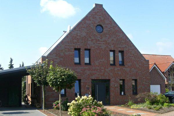 Einfamilienhaus H1 mit Klinker 101-118-NF rot -bronze-blau