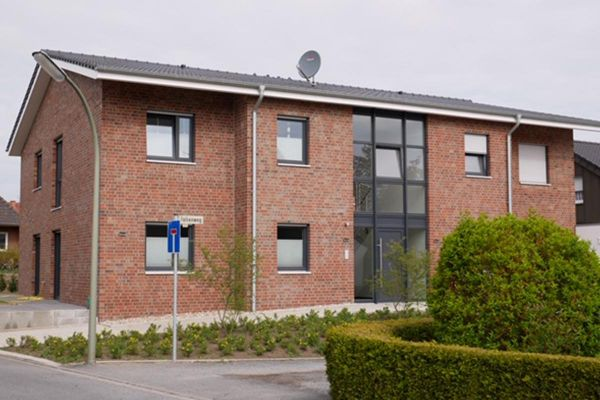 Mehrfamilienhaus H1 mit Klinker 102-128-NF rot - blau - bunt