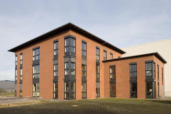 Bürogebäude H2 mit Klinker 102-101-NF Rot - Kohle