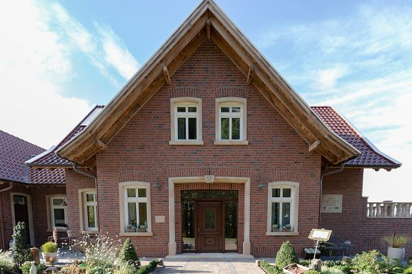 Stilvolles Landhaus H1 mit Klinker 101-129-NF rot - Kohle
