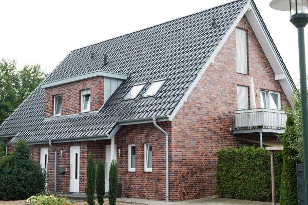 Einfamilienhaus H1 mit Klinker 102-109-NF rot-blau