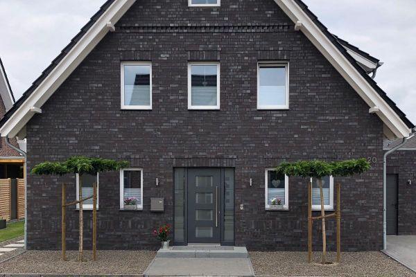 Einfamilienhaus Mit Hellen Fenstern H3 mit Klinker 101-108-NF braun - grau - geflammt