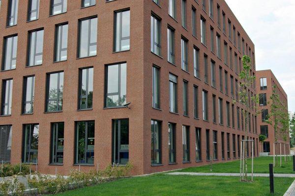 Bürogebäude H1 mit Klinker 103-127-WDF rot-bunt