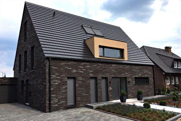 Einfamilienhaus H1 mit Klinker 101-143-ModF schwarz