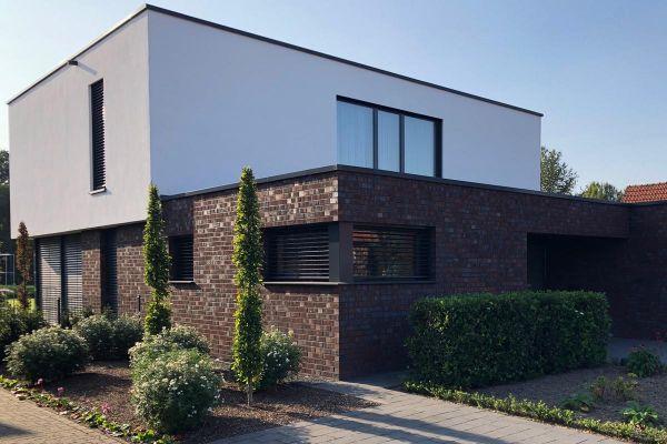 Bauhaus / Einfamilienhaus Im Bauhausstil H3 mit Klinker 101-136-NF rot -Kohle