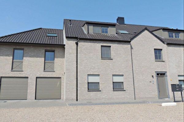 Mehrfamilienhaus mit Klinker 103-161-WDF beige, weiß nuanciert