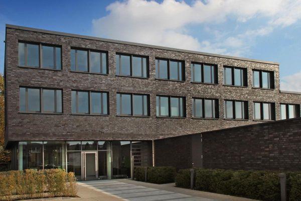 Bürogebäude H4 mit Klinker 101-127-NF schwarz - blau -bunt