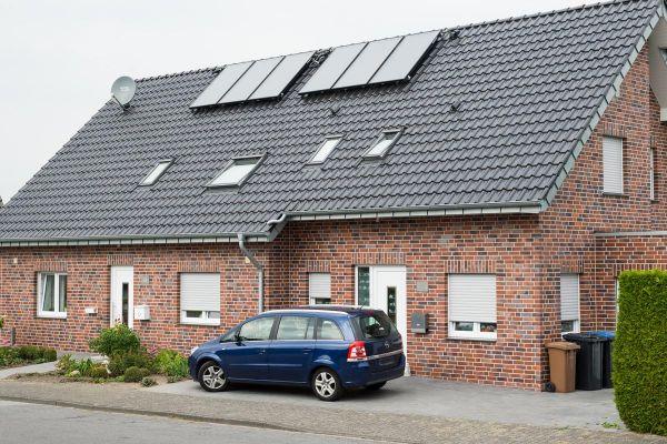 Mehrfamilienhaus H1 mit Klinker 102-105-NF rot-blau-braun