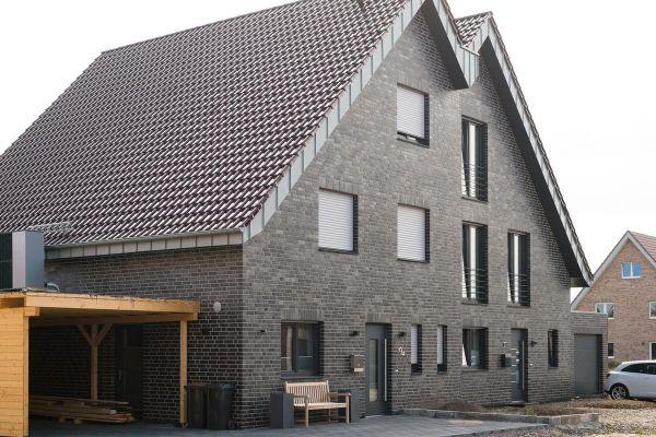 Einfamilienhaus H3 mit Klinker 102-110-NF blau-schwarz
