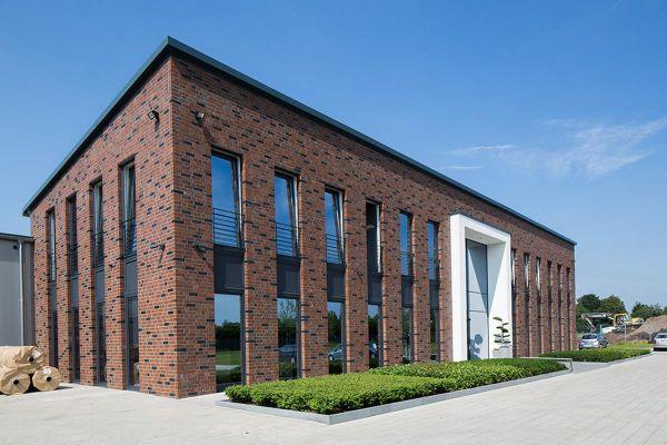 Bürogebäude H1 mit Klinker 102-115-NF braun-blau