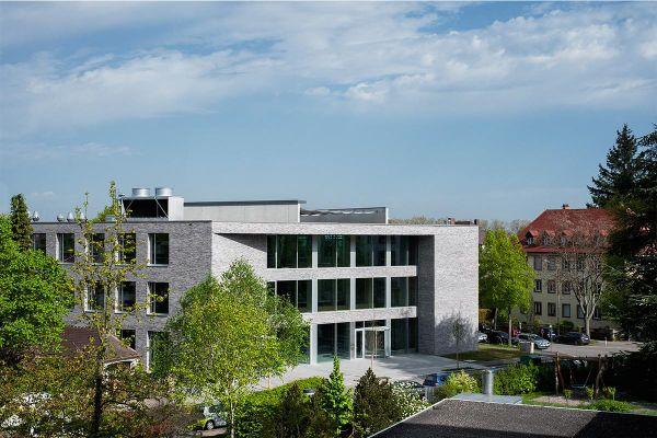 Bürogebäude H1 mit Klinker 102-150-NF gelb, braun nuanciert