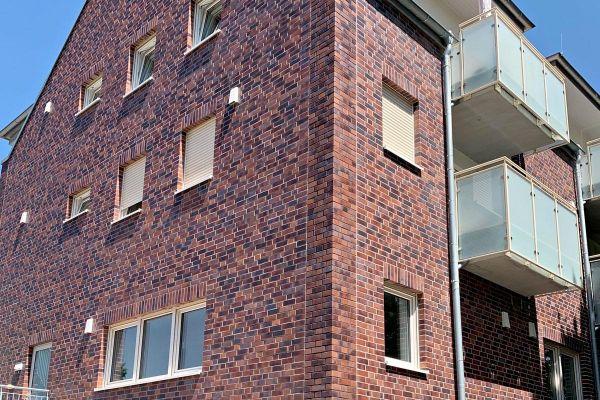 Mehrfamilienhaus H2 mit Klinker 102-109-NF rot-blau