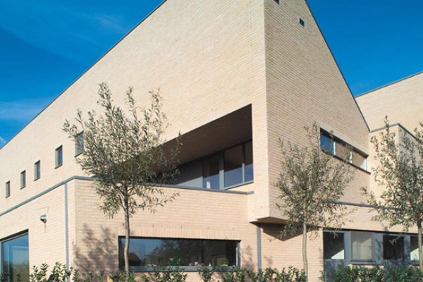 Bürogebäude H3 mit Klinker 103-164-WDF gelb, weiß nuanciert