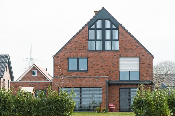 Einfamilienhaus H1 mit Klinker 101-103-NF rot - bunt -Kohle