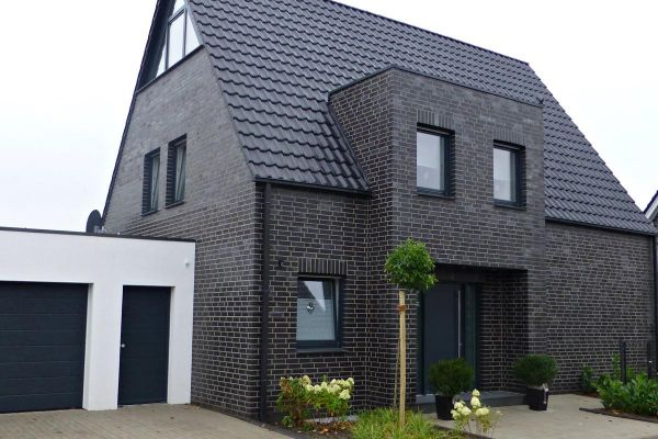Einfamilienhaus H4 mit Klinker 101-126-NF schwarz - blau - Kohle