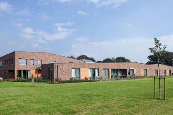 Bürogebäude H1 mit Klinker 103-178-WDF rot - braun - bunt