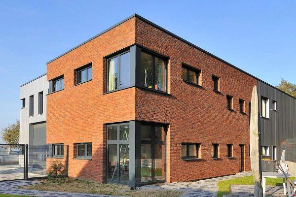 Bürogebäude H1 mit Klinker 103-139-NF rot-braun