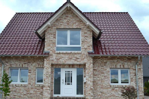 Einfamilienhaus H8 mit Klinker 104-112-NF braun-weiß
