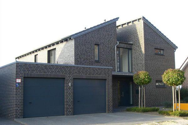Modernes Einfamilienhaus H2 mit Klinker 101-127-NF schwarz - blau -bunt