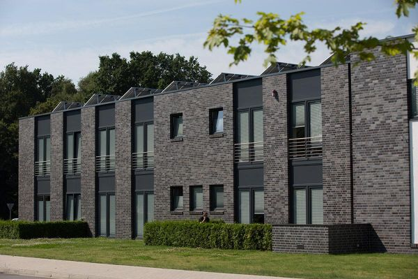 Bürogebäude H2 mit Klinker 102-110-NF blau-schwarz