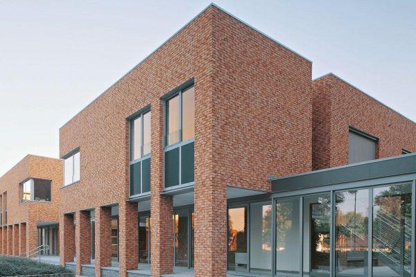 Bürogebäude mit Klinker 103-168-WDF beige - rot