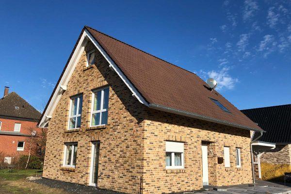 Einfamilienhaus H10 mit Klinker 104-109-NF rot-bunt