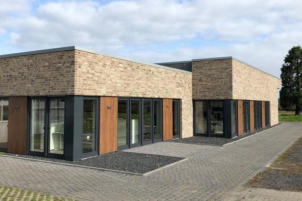 Bürogebäude H1 mit Klinker 103-134-NF grau-bunt