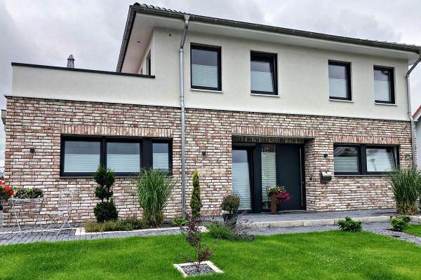 Stadtvilla H7 mit Klinker 104-112-NF braun-weiß