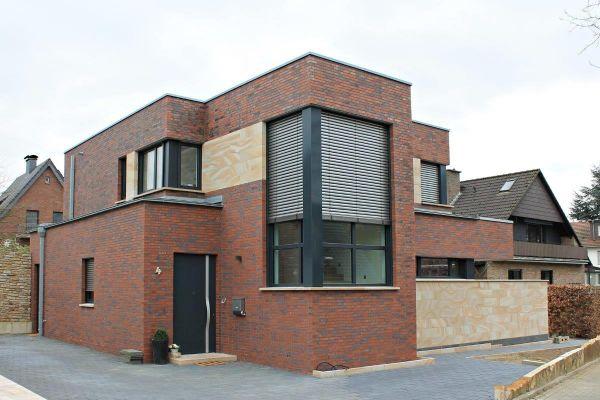 Bauhaus / Einfamilienhaus Im Bauhausstil H1 mit Klinker 101-154-ModF rot -blau - bunt - Kohle