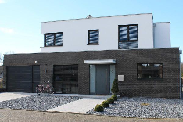 Einfamilienhaus H1 mit Klinker 101-116-NF schwarz - blau -bunt