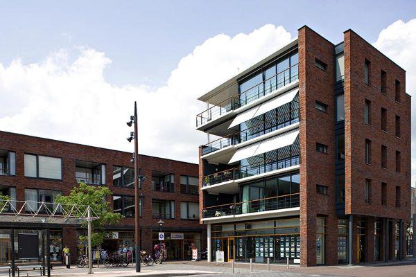 Bürogebäude H1 mit Klinker 102-144-NF rot - blau geflammt