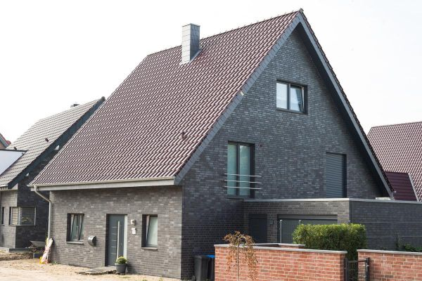 Einfamilienhaus H2 mit Klinker 102-111-NF blau-schwarz