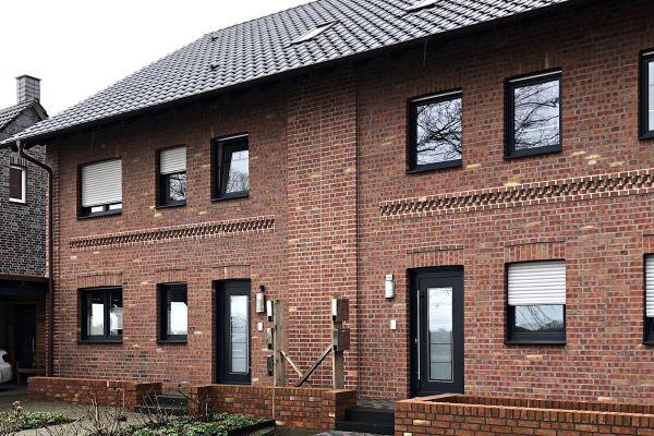 Mehrfamilienhaus mit Klinker 101-169-NF rot - beige nuanciert