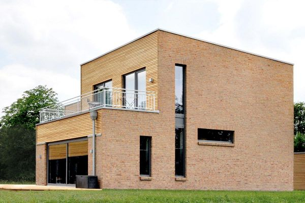 Bauhaus / Luxusvilla H1 mit Klinker 104-107-NF gelb-bunt