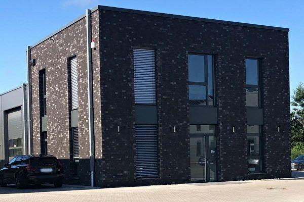 Bürogebäude H3 mit Klinker 101-144-NF schwarz
