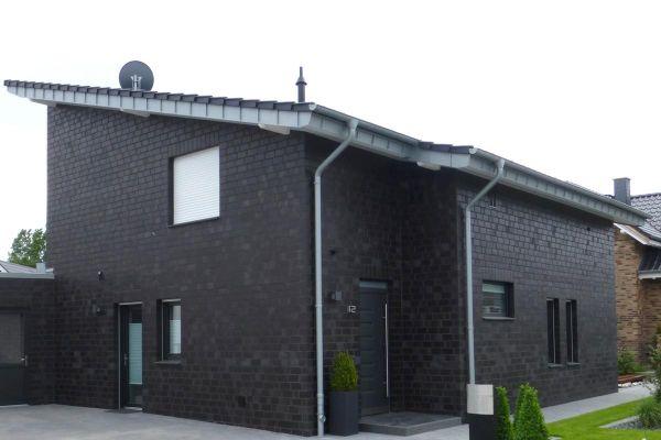 Einfamilienhaus Mit Pultdach H2 mit Klinker 101-114-2DF schwarz - blau -bunt
