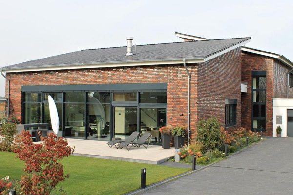 Einfamilienhaus Mit Pultdach mit Klinker 101-152-NF rot - bunt