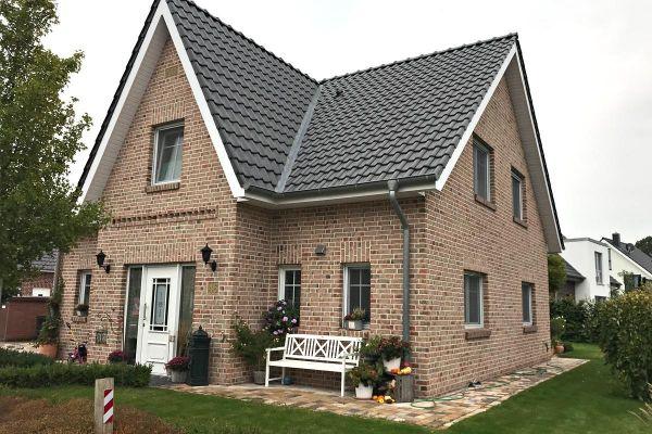 Einfamilienhaus H9 mit Klinker 104-108-NF rot-bunt