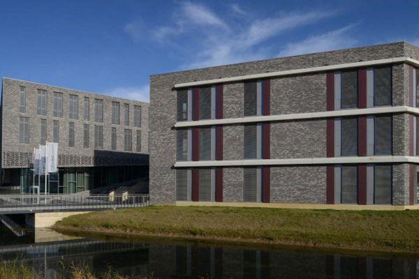 Bürogebäude mit Klinker 103-158-WF grau-braun