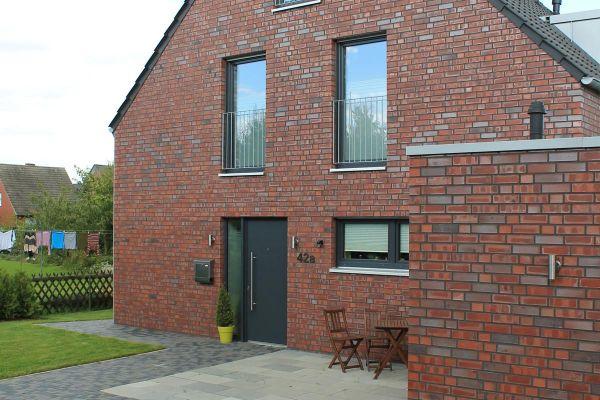Einfamilienhaus H1 mit Klinker 101-106-NF rot - bräunlich -Kohle