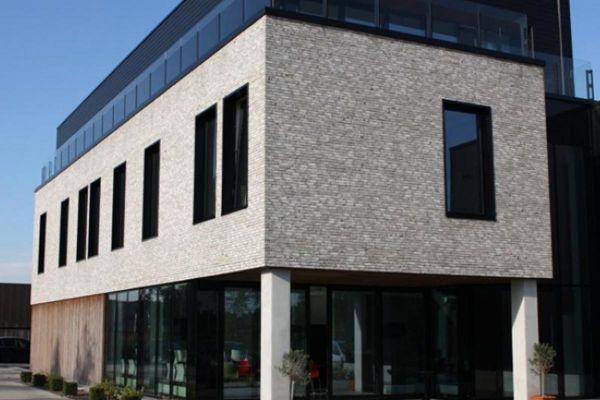 Bürogebäude mit Klinker 103-153-WDF hellgrau - weiß nuanciert